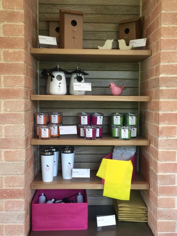 La collection de produits dérivés du Pavillon Rose, pleine de douceur et de messages positifs.