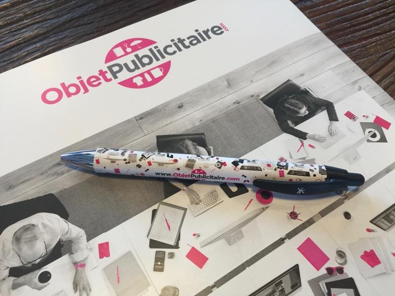 Demandez votre stylo aux couleurs d'ObjetPublicitaire.com