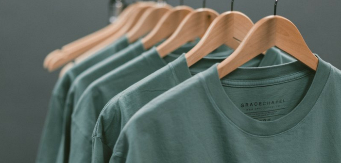 Le t-shirt 100% coton : comment faire d'un basique un objet de qualité ?